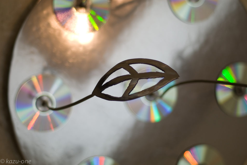 RE:BIRTH 08#01 H 1000mm  W 600mm  D 600mm 素材 : 鉄、CD-R(作品データ書込み)