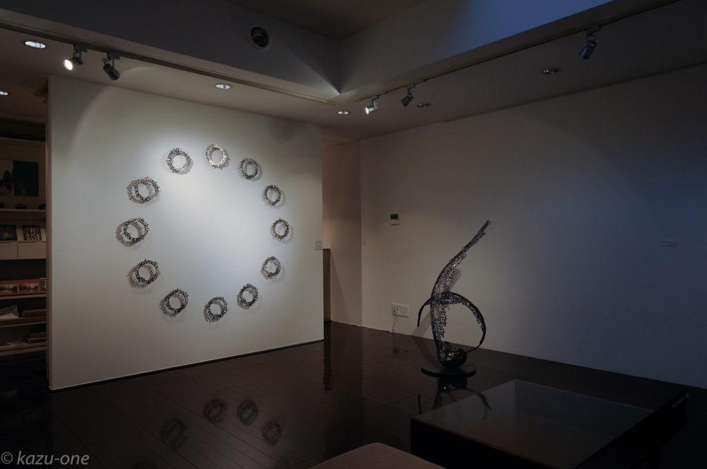 heaven's door / 直径 180mm(1ピース)  素材:鉄 壁の作品     photo by Ikuko HIrose