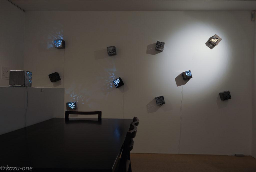 「moonlight/shadow」 / 125mm角 / 素材:鉄,LED,洋箔     photo by Ikuko HIrose