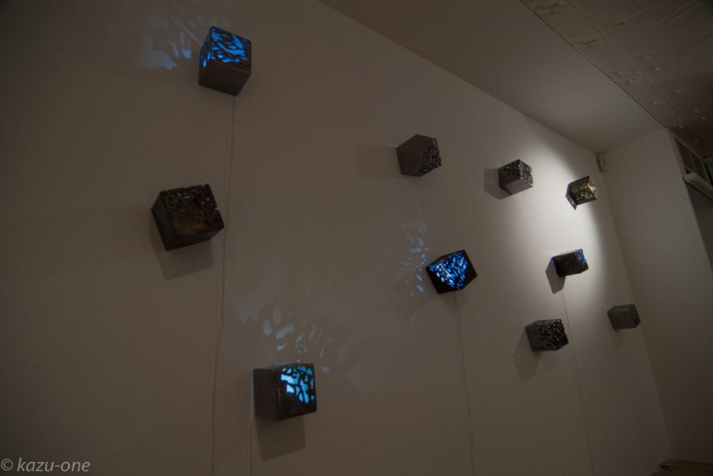 「moonlight/shadow」 / 125mm角 / 素材:鉄,LED,洋箔
