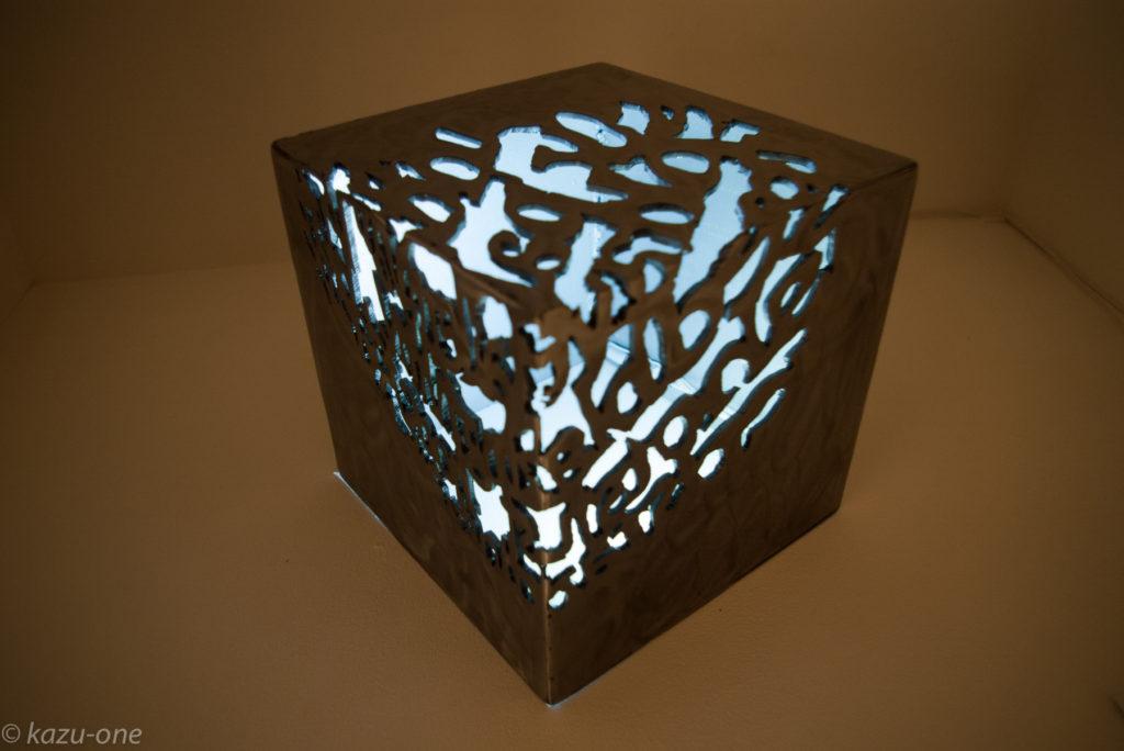 「moonlight/shadow」 / 200mm角 / 素材:鉄,LED,洋箔