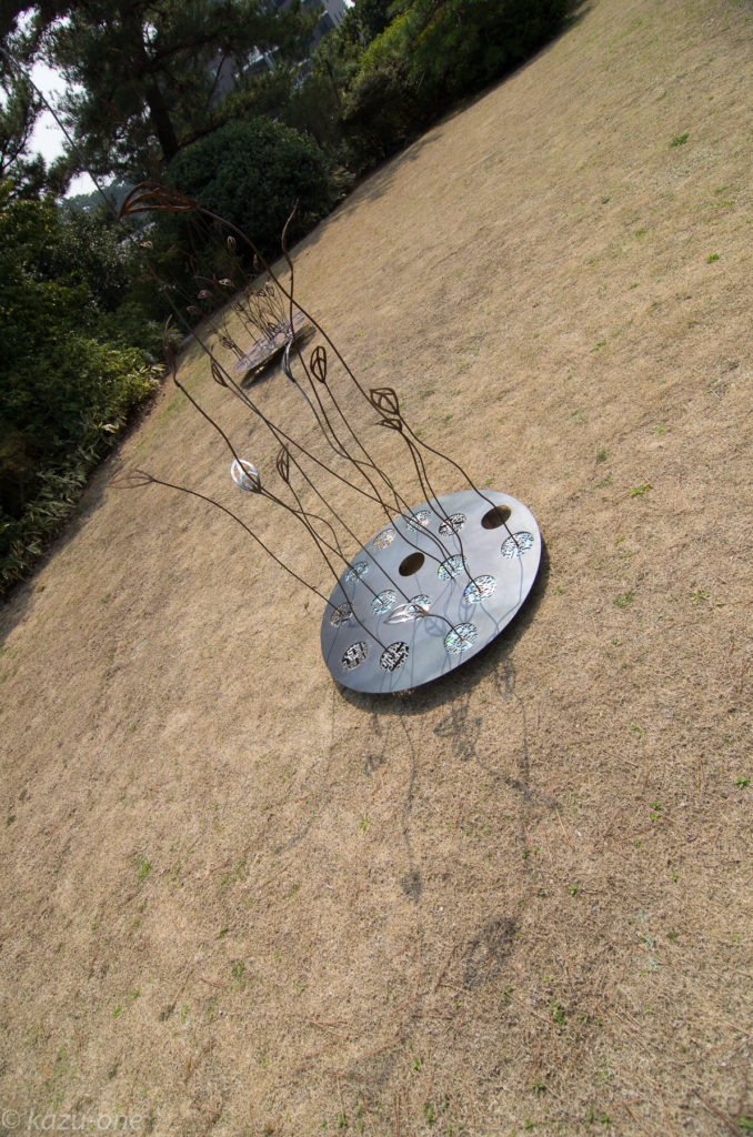 RE:BIRTH 09 / H2500mm W900mm D900mm(最大)/ 素材:鉄、CD-R